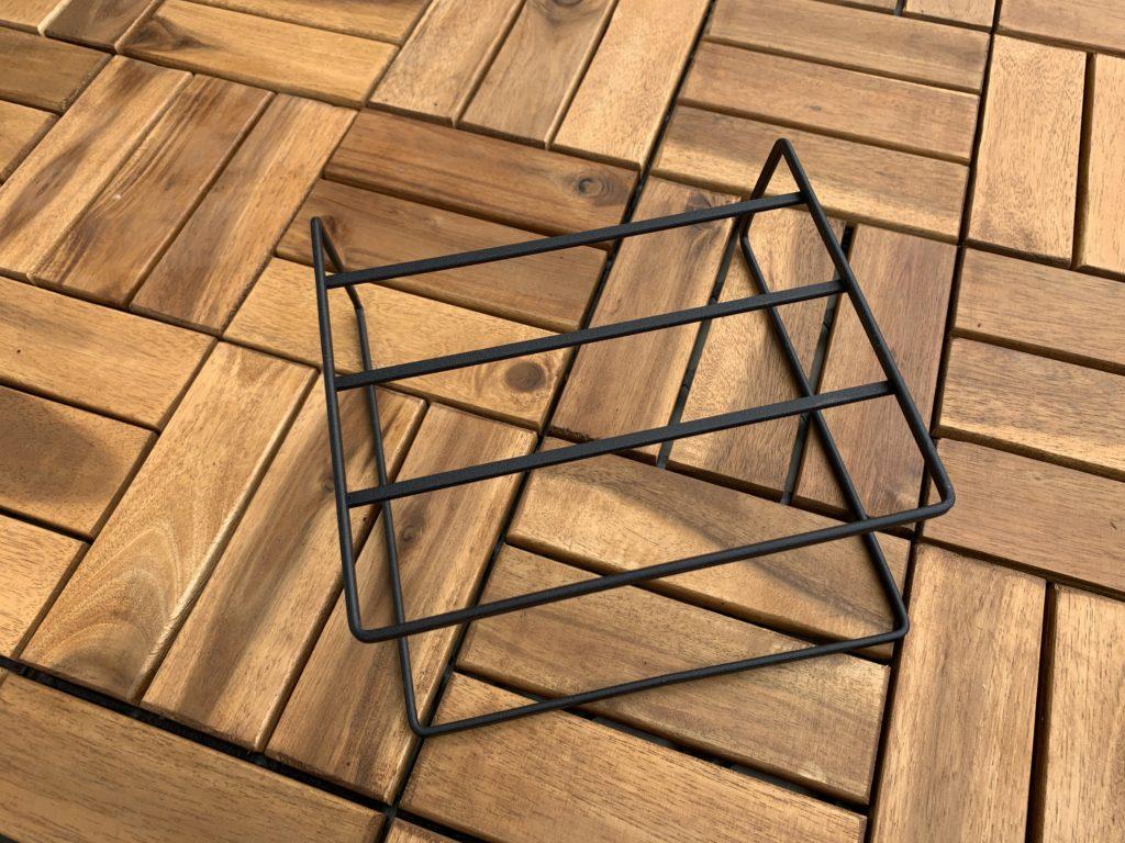 鉄でできた台