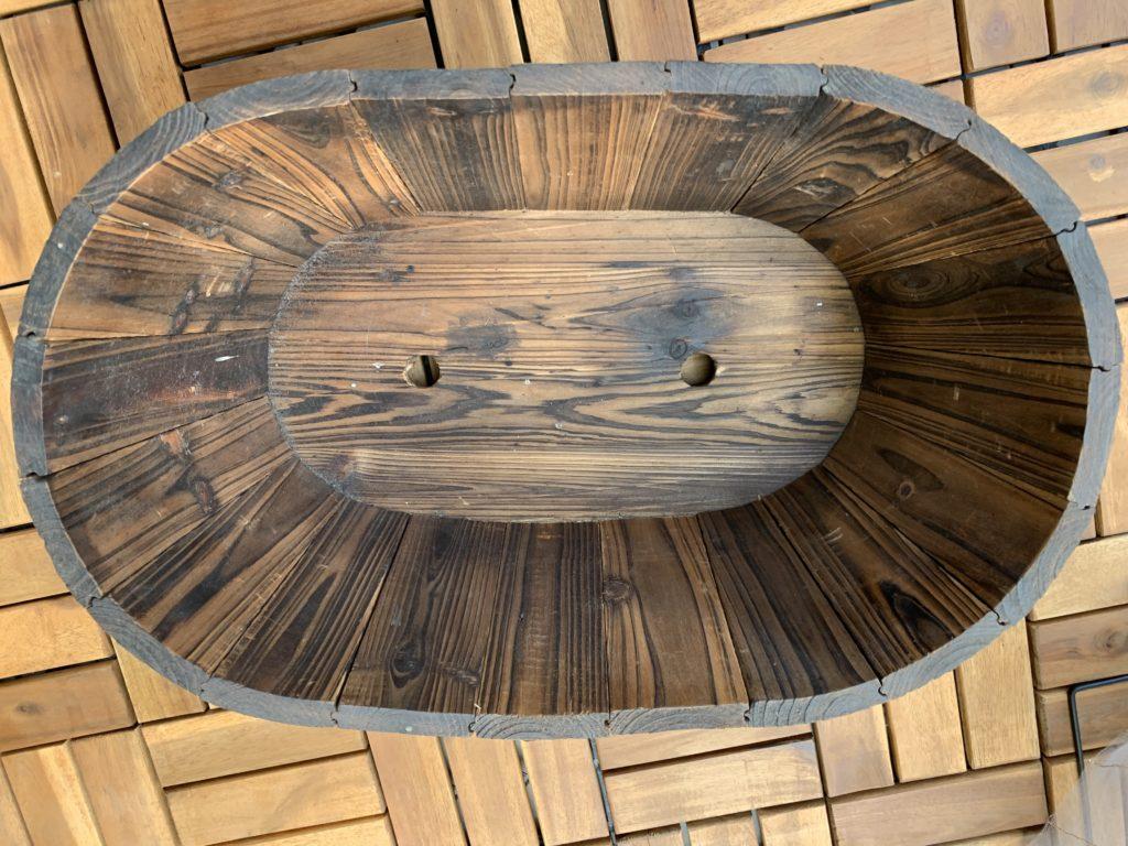 上から撮影した木製バスケットプランター