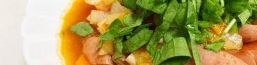 ラディッシュの葉っぱをトッピングしたトマトのミネストローネ