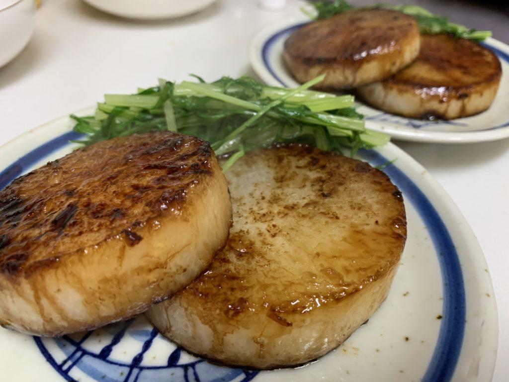 甘辛い味のついたステーキ大根と水菜のおひたし