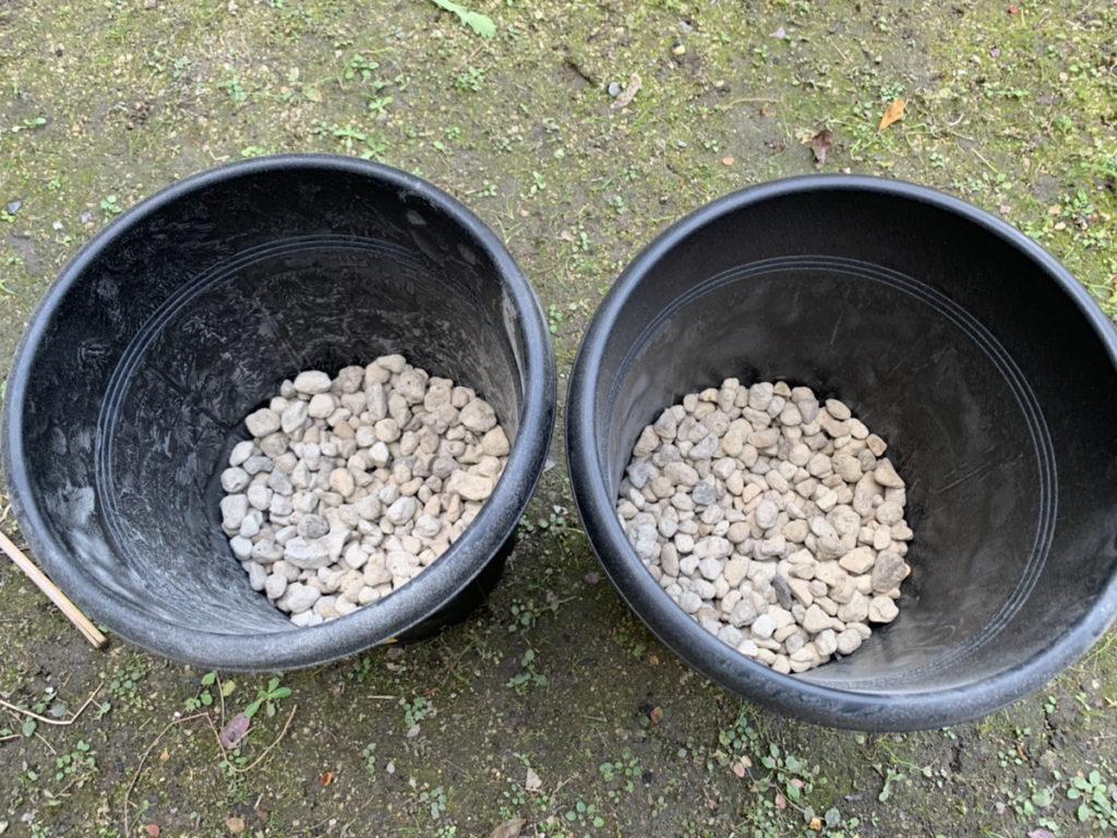 果樹用のプランターに入れた鉢底石