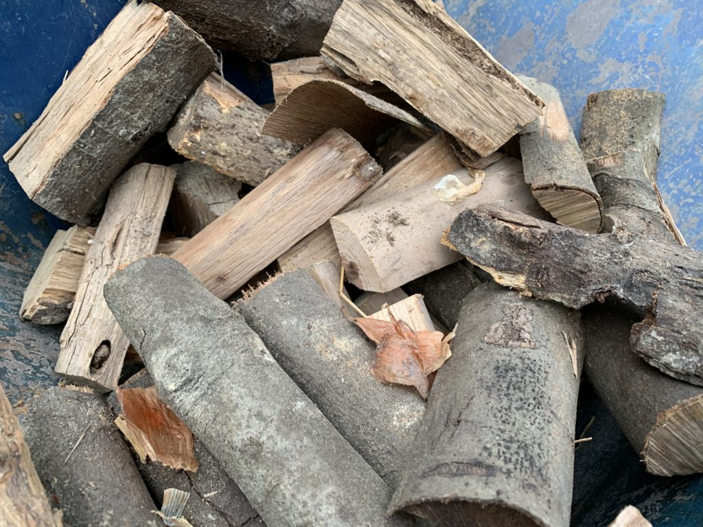 焚き火用の木