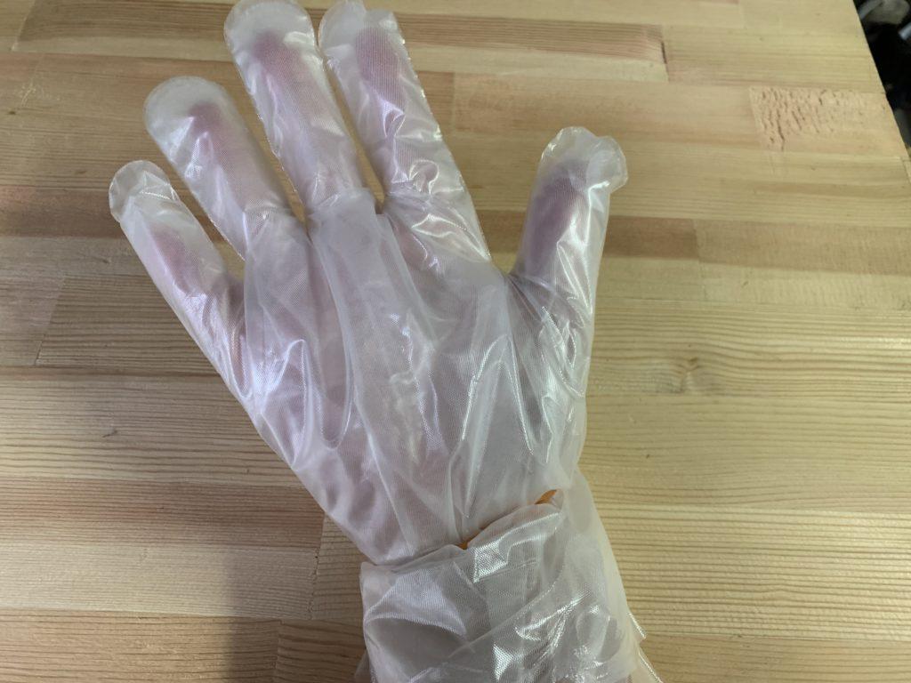 5重にして手に装着したビニール手袋