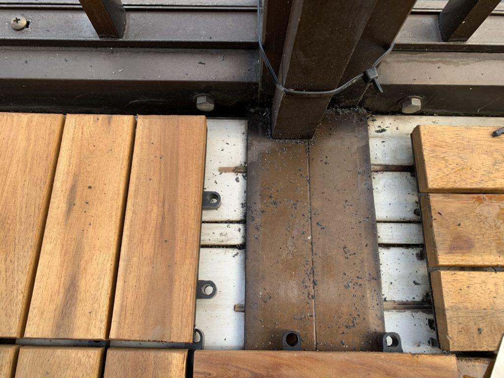 パネルを敷き詰めていない木の支柱部分