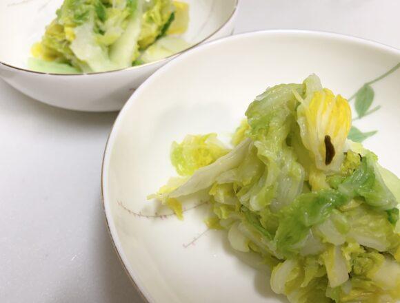 お皿に盛り付けた白菜の浅漬け