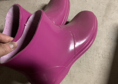 ピンク色のショート長靴