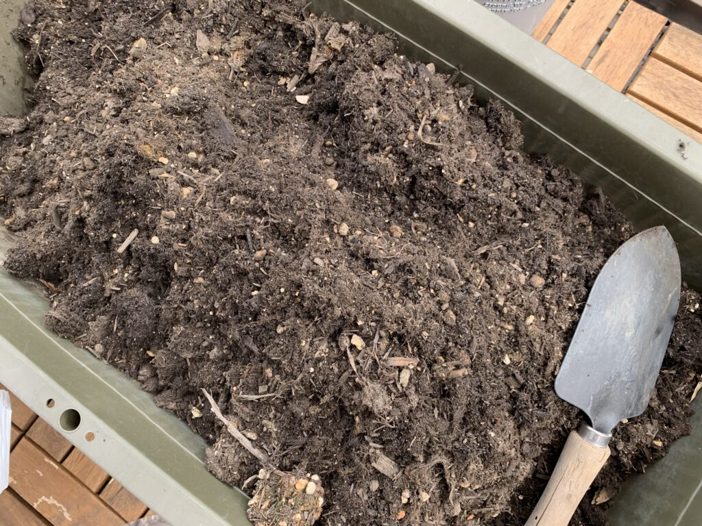 プランターに入っている培養土